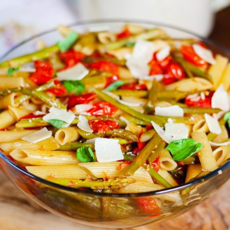 Tomato and Asparagus Pasta